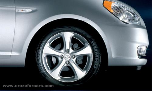 Hyundai_Accent_-3.jpg-Image3