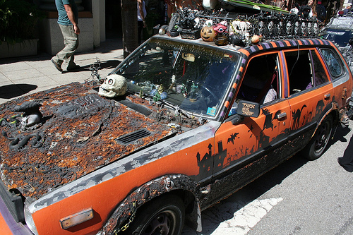 halloween_costumes_car