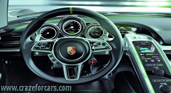 Porsche-918-Spyder-interior